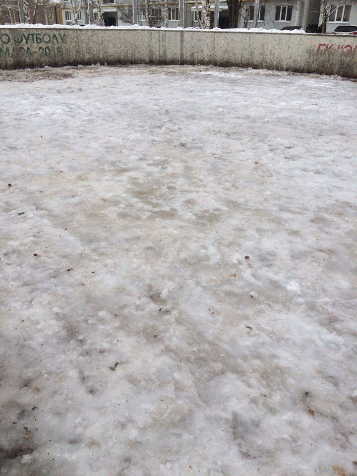 Лёд на катке на 4-ом квартале, фото: Ольга Садовникова